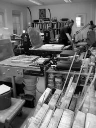 Blick in die Werkstatt Künstlerische Lithographie Berlin Treptow und die unverzichtbaren Solnhofer Kalksteine.