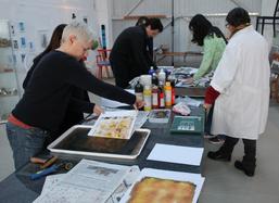 Experimenteller Druck mit Gelatineplatten, Atelier23, Foto Betty Sarti de Range